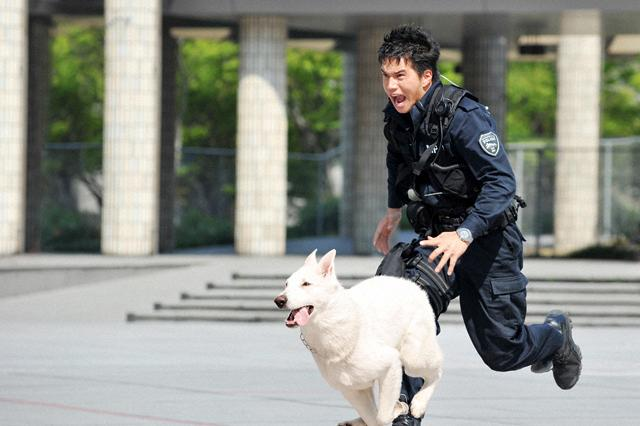 (C)2011「DOG×POLICE」FILM PARTNERS